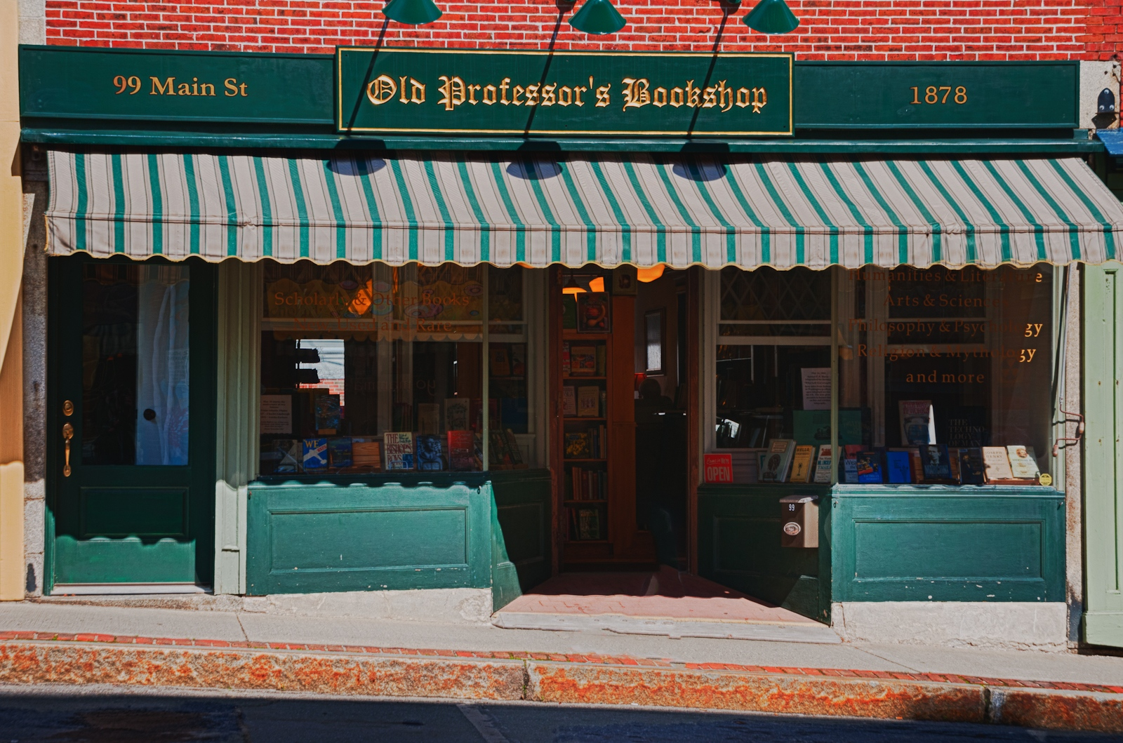 4-Bookstore-in-Maine